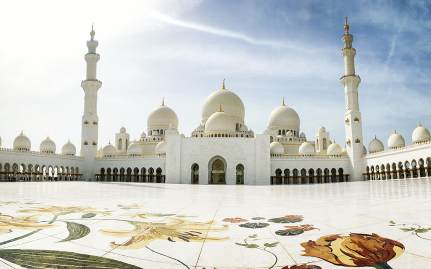 A landscape picture of Sheikh Zayed Mosque
