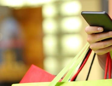 أبرز 7 تطبيقات لتسوق الملابس النسائية في دبي