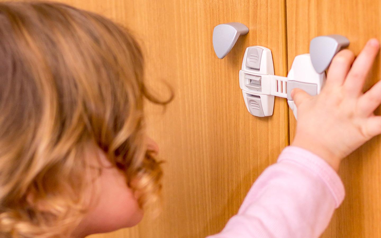 يعتبر المطبخ من الأماكن التي تشكل خطراً كبيراً على الصغار