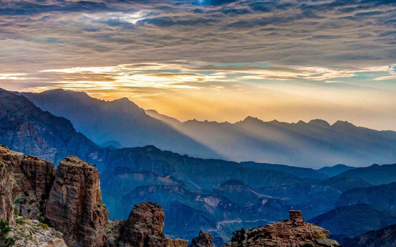 Hajar Mountain offers a fantastic trek for hiking in the UAE
