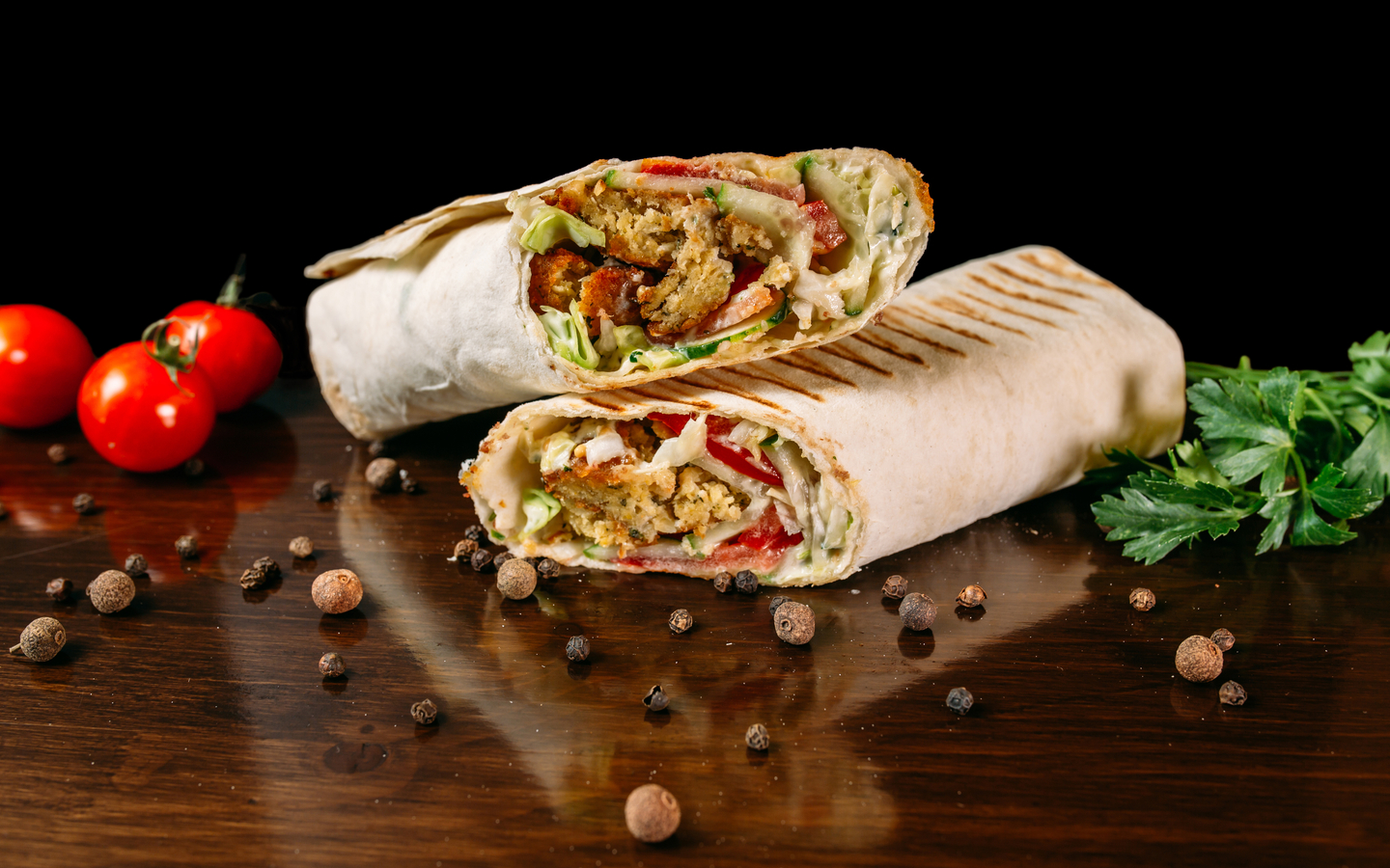 Enjoying shawarma from your favourite food outlet is one of the best things to do at Dubai Marina Mall.