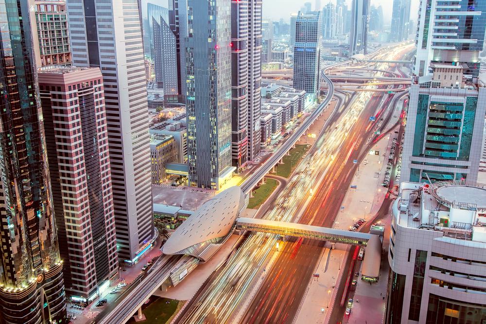 مترو دبي في شارع الشيخ زايد