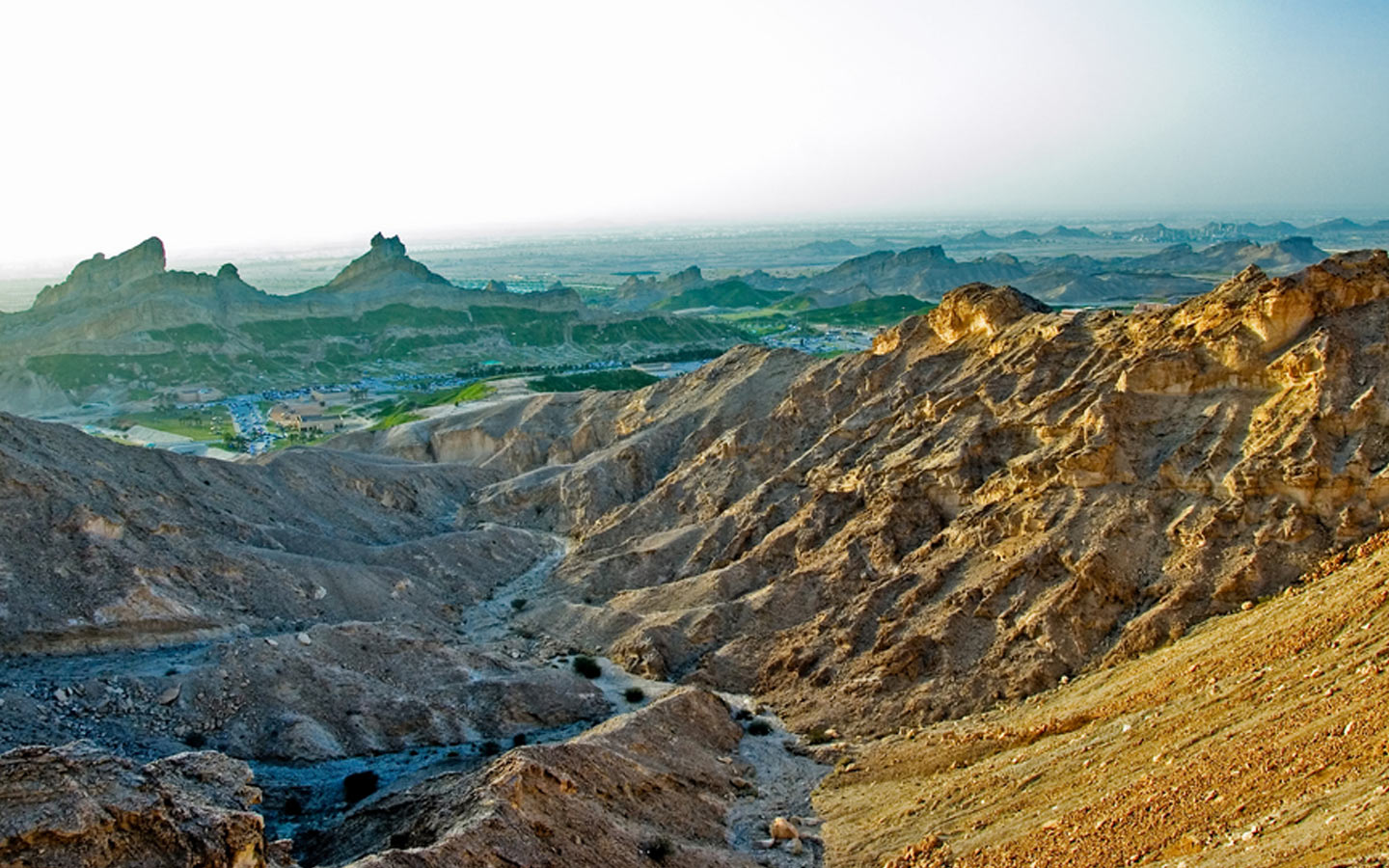 The Jebel Hafeet provides the experience of having one of the best hikes in the UAE