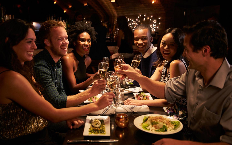 картинки ужин с друзьями знамениты