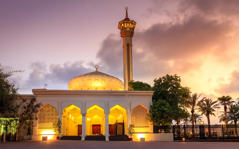 Night view of Bur Dubai mosque
