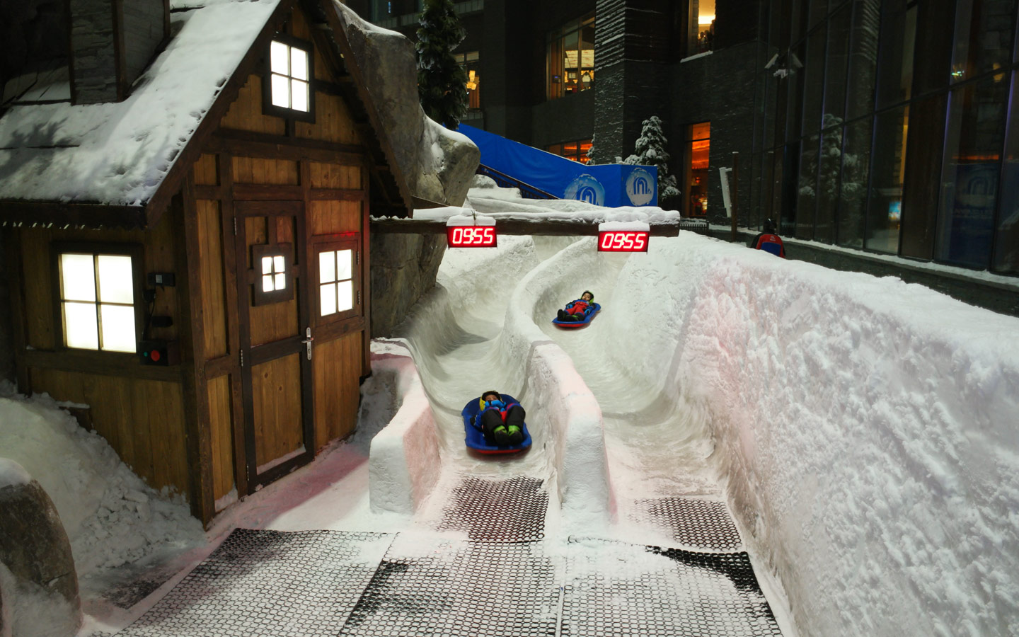 Ski Dubai is an amazing place for indoor activities in Dubai for the summer.