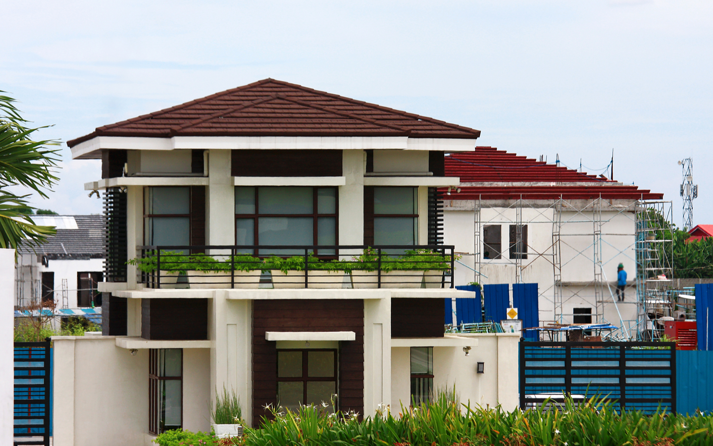 Invest in overseas properties with high ROI