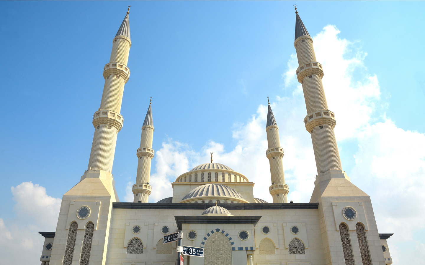 Blue mosque is the most beautiful mosque in dubai to visit and worship