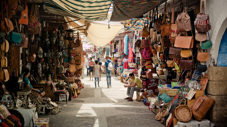 A beautiful souk with men and women's purses, bags and other objects