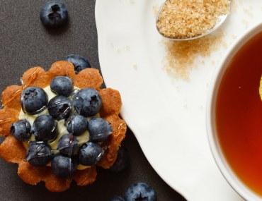 lemon tea and blueberry pie